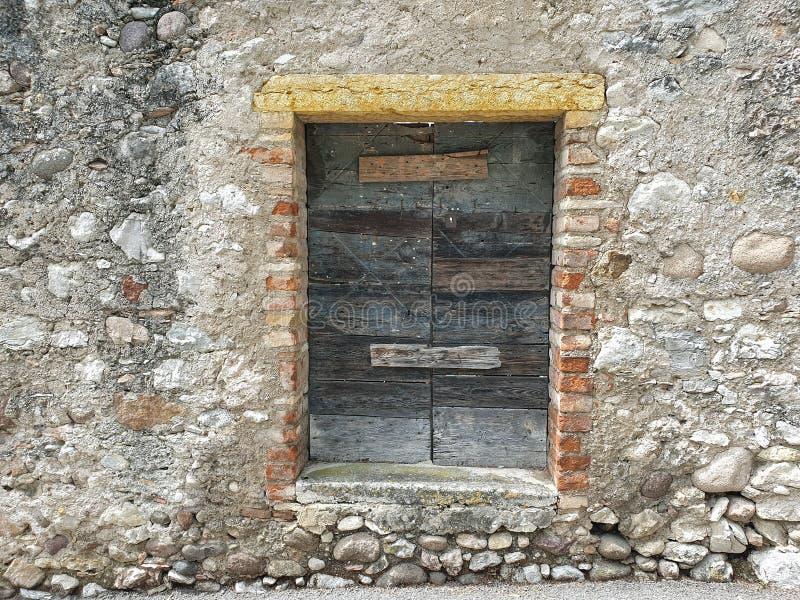 Fermez-vous d'une fenêtre superficielle par les agents photo stock