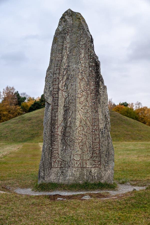 Fermez-vous d'une grande pierre de rune images libres de droits