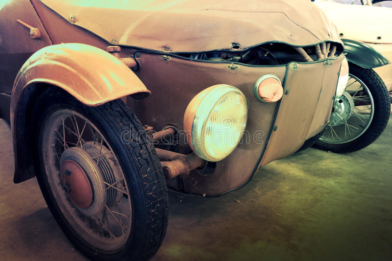 Fermez-vous d'une voiture de Brown de vintage photos libres de droits