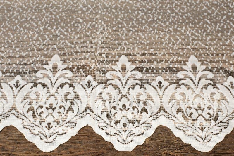 Fermez-vous de beau Tulle blanc Échantillon pur de tissu de rideaux Texture, fond, modèle Proue d'étoile bleue avec la bande bleu image stock