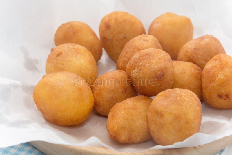 Fermez-vous de Fried Sweet Potato Balls photographie stock