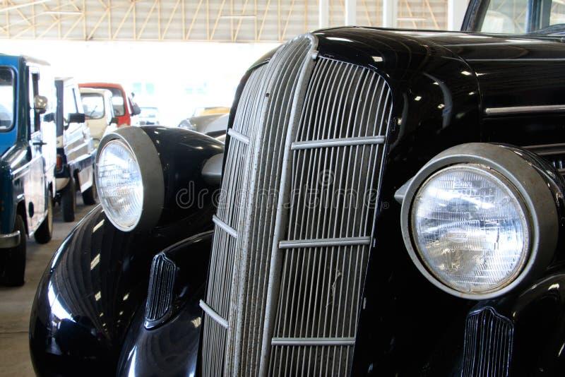 Fermez-vous de Front Light Details d'une voiture verte noire de vintage images libres de droits