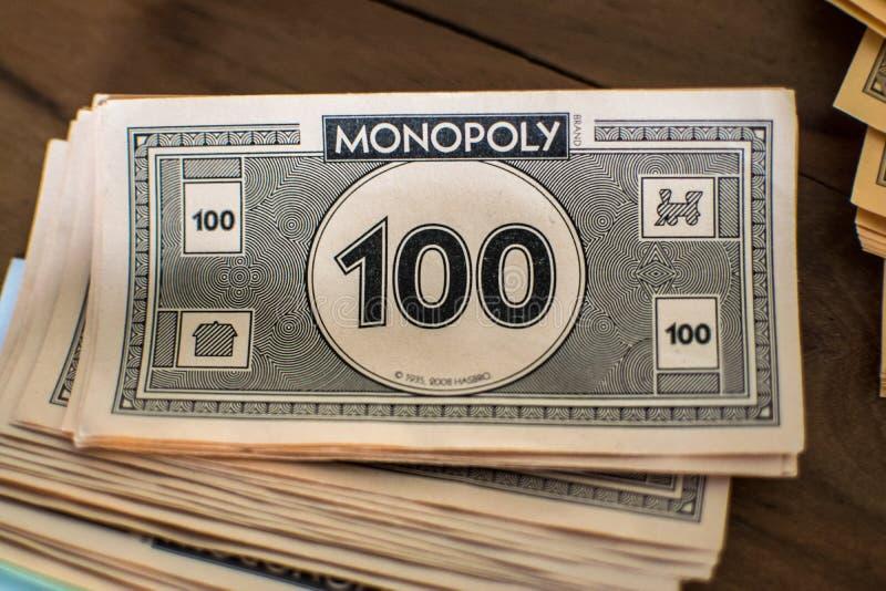 Fermez-vous de l'argent de monopole images stock