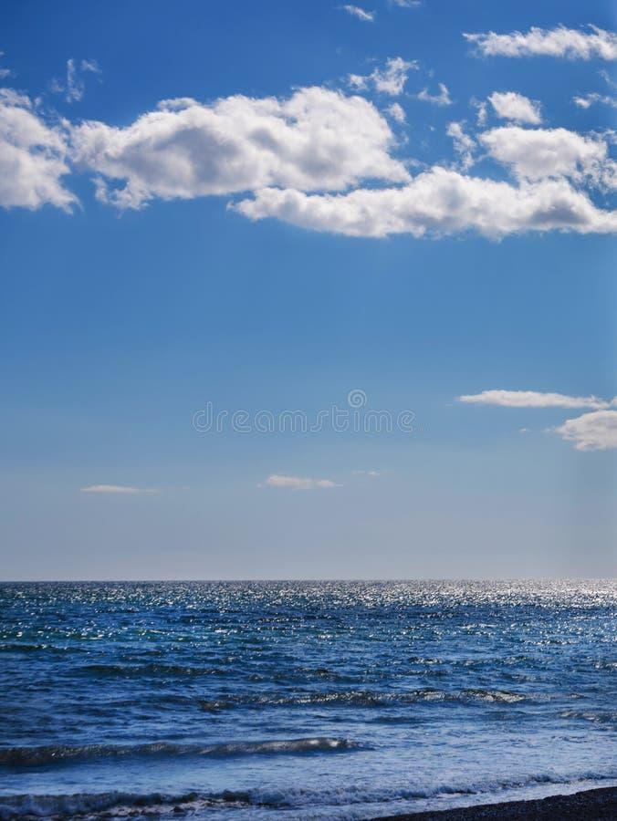 Fermez-vous de l'eau de mer affectant le sable sur la plage, la mer W photo libre de droits