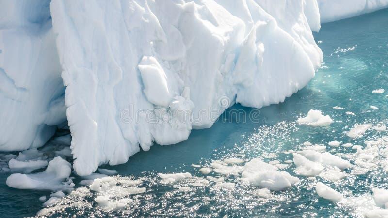Fermez-vous de l'iceberg dans la baie de l'Antarctique photos stock