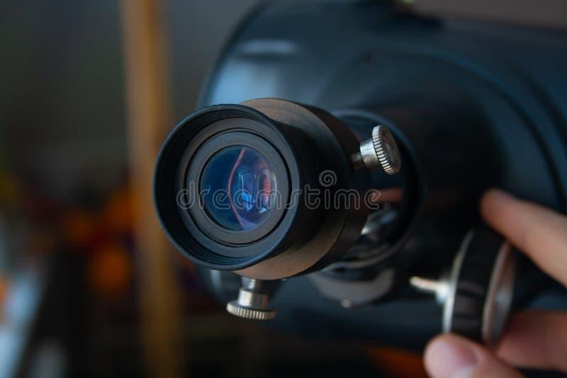Fermez-vous de l'oculaire du telescop image libre de droits