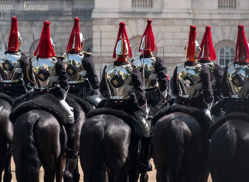 Fermez-vous de la cavalerie de ménage participant à l'assemblement la cérémonie de couleur, Londres R-U image stock