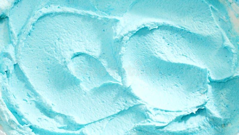 Fermez-vous de la crème glacée bleue crémeuse photos stock