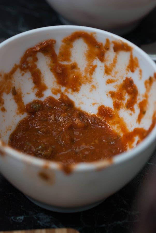 Fermez-vous de la cuvette avec de la sauce fraîche rouge Restaurant Vue supérieure Préparation de nourriture d'Ingredien de nourr photographie stock
