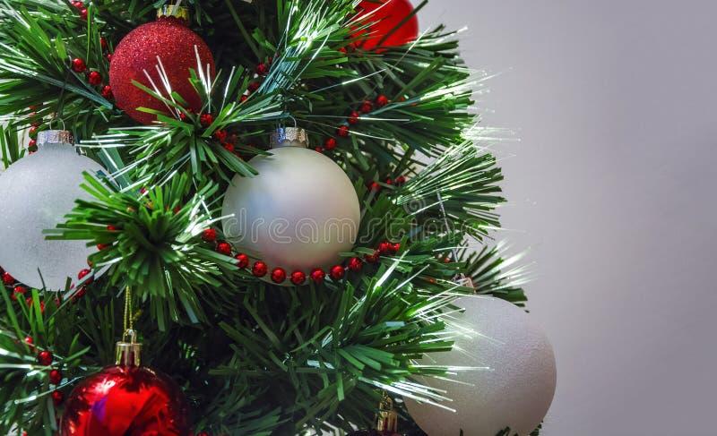 Fermez-vous de la décoration d'arbre de Noël image stock