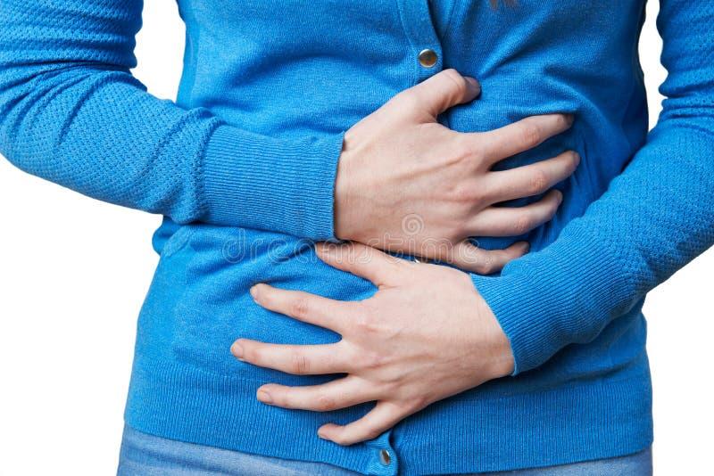 Fermez-vous de la femme souffrant avec douleur abdominale photos libres de droits