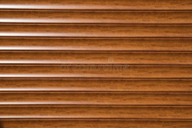Fermez-vous de la porte en aluminium de volet de rouleau en métal Fond photos stock