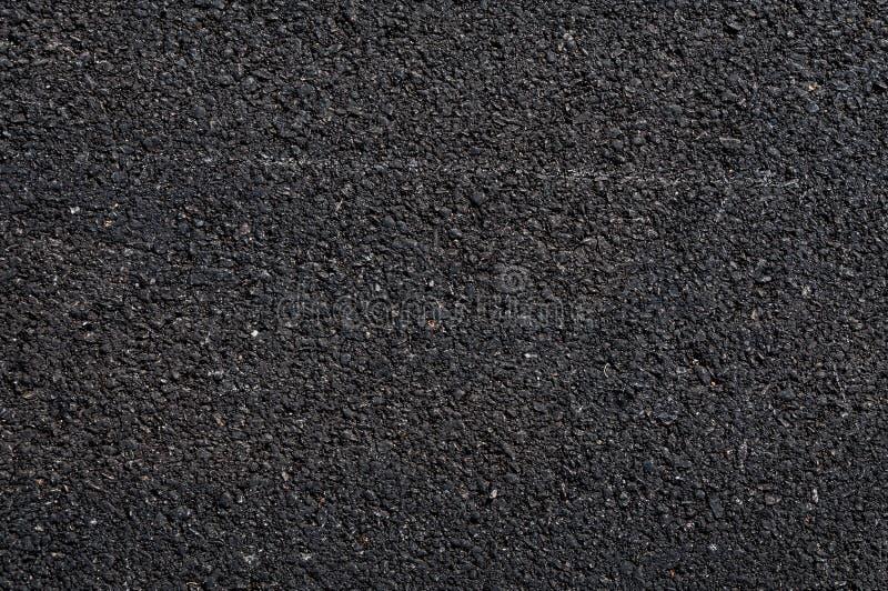 Fermez-vous de la route goudronnée, fond noir d'asphalte de nature, texture de fond d'asphalte rugueux images stock