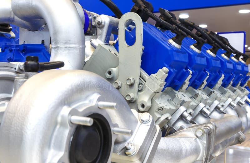 Fermez-vous de la section de moteur à combustion interne du moteur des véhicules à moteur puissant image stock