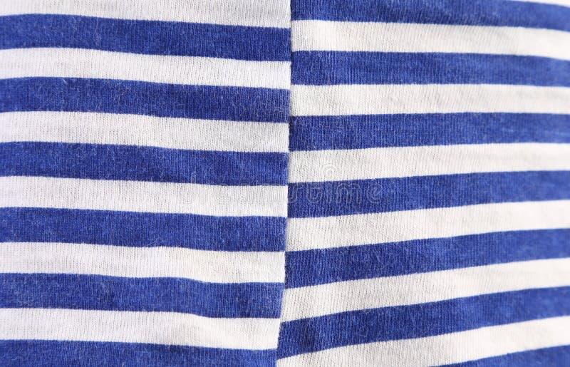 Fermez-vous de la texture blanche bleue rayée. photos libres de droits