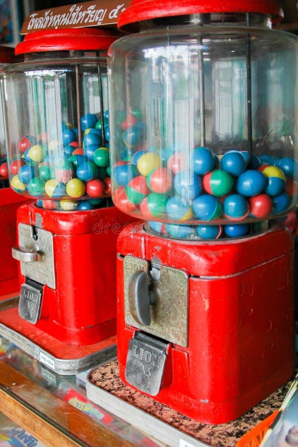 Fermez-vous de la vieille machine de gumball, Thaïlande image libre de droits