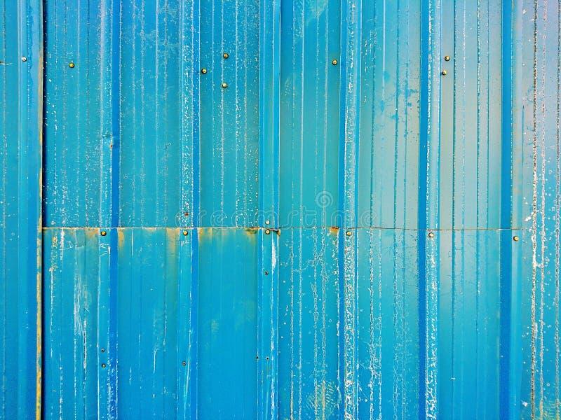 Fermez-vous de la vieille surface bleue de feuille de zinc photo stock