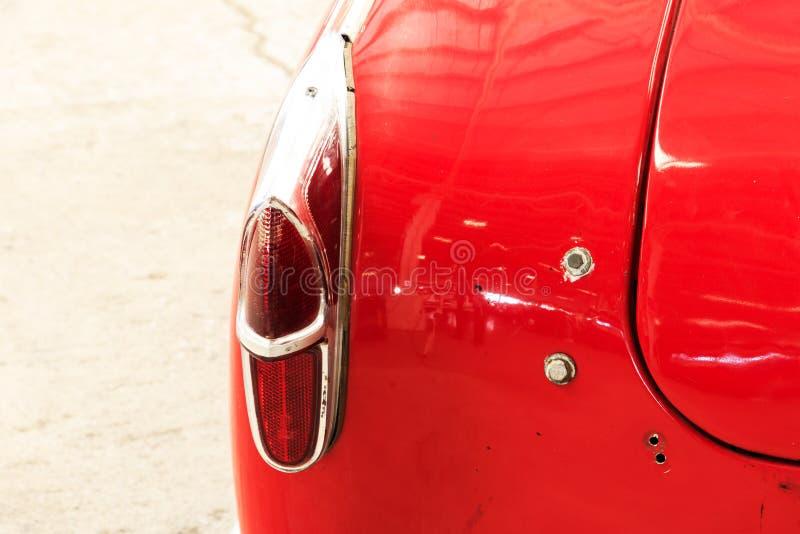Fermez-vous de la voiture de classique de vintage d'arrière images libres de droits