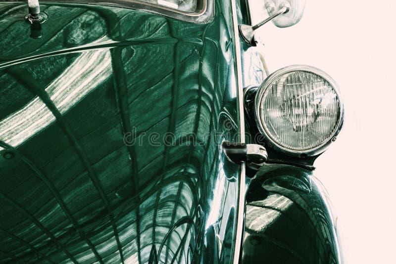 Fermez-vous de la voiture de classique de vintage de lampe de phare photos stock