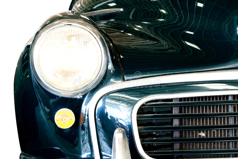 Fermez-vous de la voiture de classique de vintage de lampe de phare photo stock