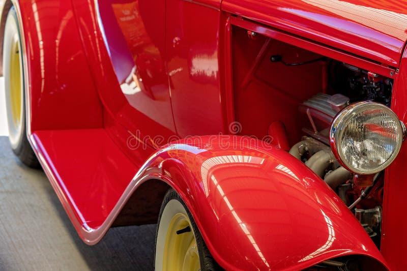Fermez-vous de Rod Vintage Car d'un rouge ardent photographie stock libre de droits