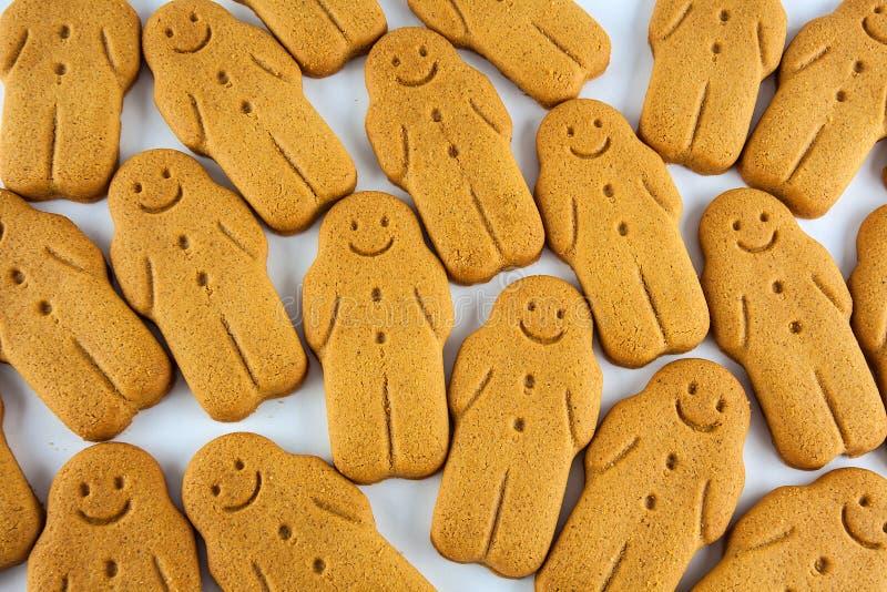 Fermez-vous des biscuits de bonhomme en pain d'épice photos stock
