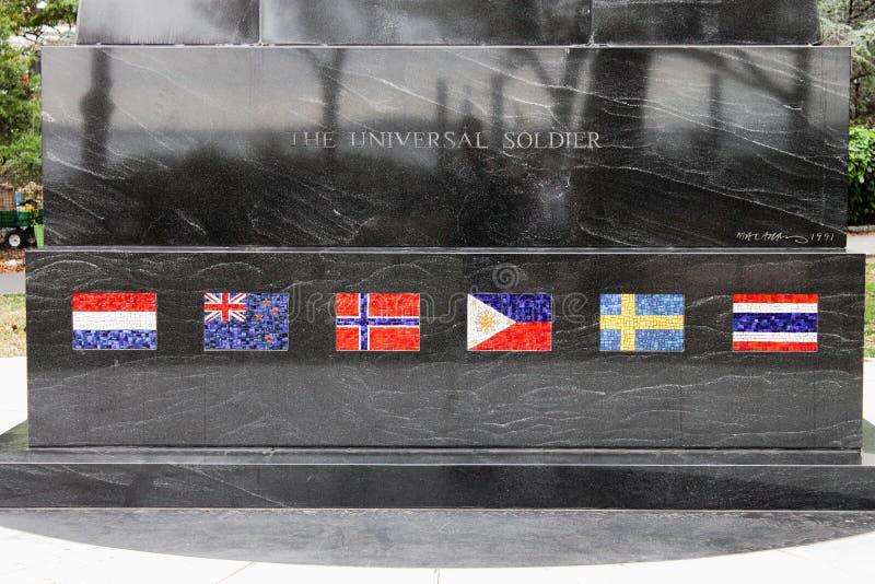 Fermez-vous des drapeaux de mosaïque sur le monument universel de soldat, un mémorial à ceux qui ont combattu dans la Guerre de C photographie stock libre de droits