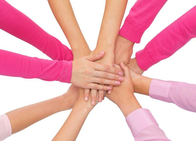 Download Fermez-vous Des Femmes Avec Des Mains Sur Le Dessus Photo stock - Image du groupe, sein: 45352842