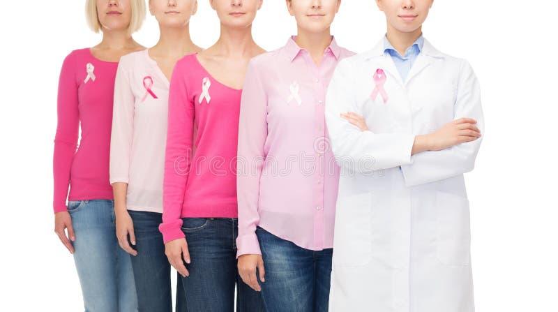 Download Fermez-vous Des Femmes Avec Des Rubans De Conscience De Cancer Photo stock - Image du filles, heureux: 45352548