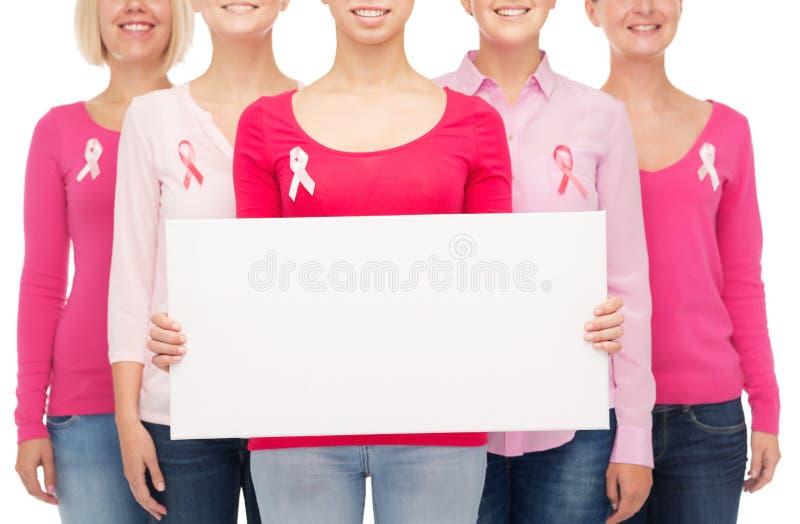 Download Fermez-vous Des Femmes Avec Des Rubans De Conscience De Cancer Image stock - Image du isolement, soin: 45352597