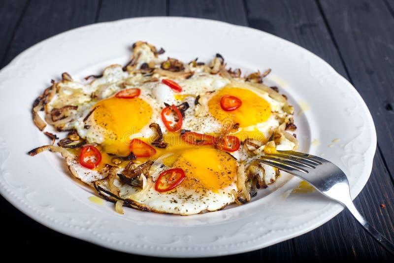 Download Fermez-vous Des Oeufs Rôtis à L'oignon Et Aux Piments Photo stock - Image du breakfast, restaurant: 77150078