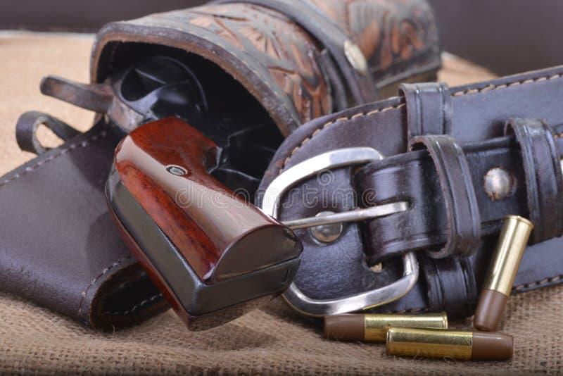 Fermez-vous des six revolvers occidental de tireur photos libres de droits