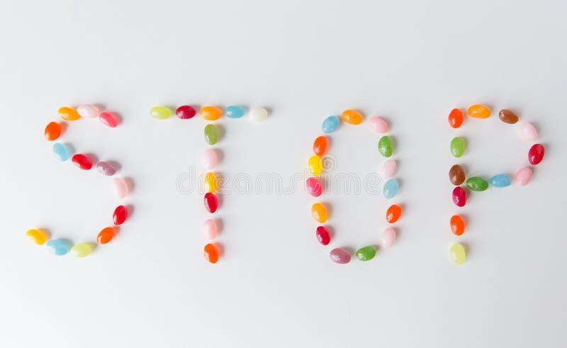Fermez-vous des sucreries de dragées à la gelée de sucre sur la table images libres de droits