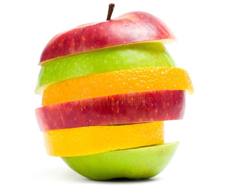 Fermez-vous des tranches de fruit dans la forme de la pomme photos libres de droits
