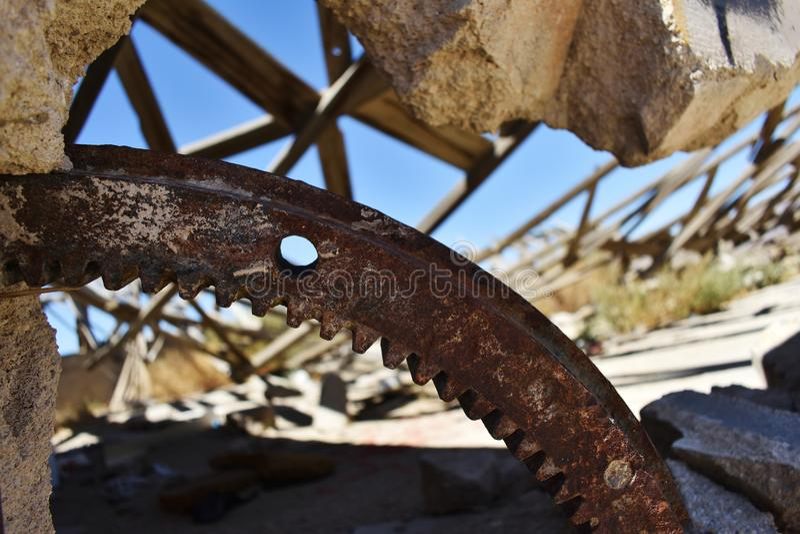 Fermez-vous du bâtiment en pierre ruiné dans le désert images libres de droits
