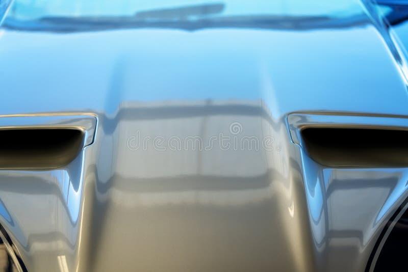 Fermez-vous du capot classique de voiture photo libre de droits