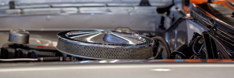 Fermez-vous du carburateur de la voiture classique photographie stock