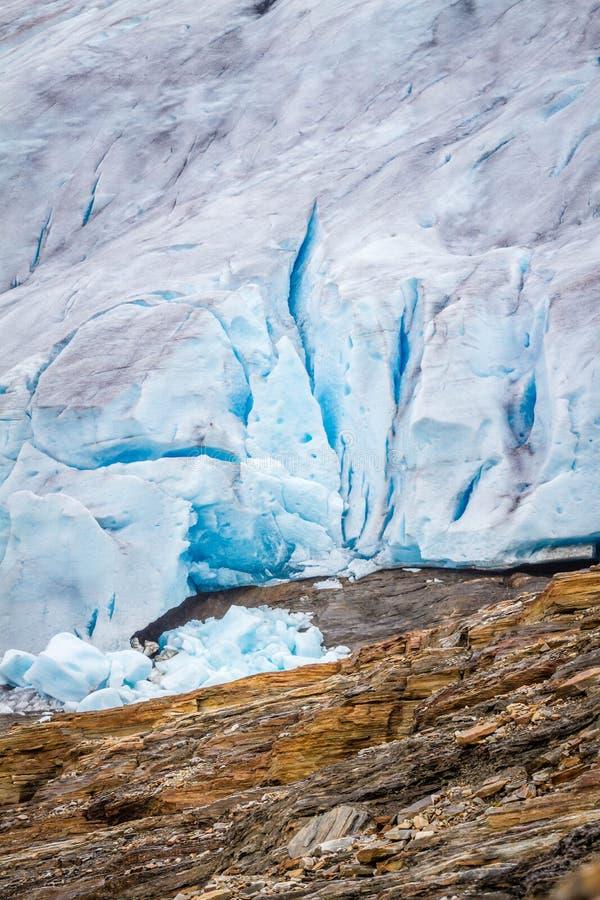 Fermez-vous du glacier Svartisen en Norvège image libre de droits