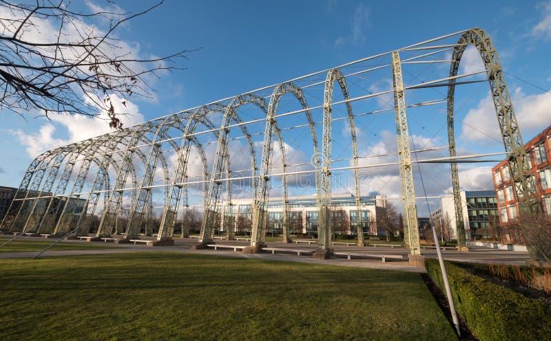 Fermez-vous du hangar de dirigeable de la guerre mondiale 1 sur le site original d'aérodrome de Farnborough, maintenant parc d'af image stock