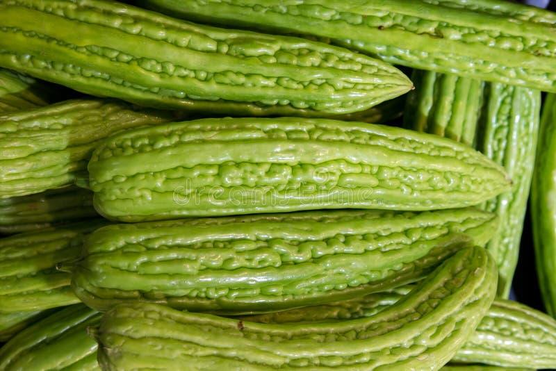Fermez-vous du melon amer frais, foyer sélectif Tas de charantia amer chinois de Momordica de fruit de melon images libres de droits