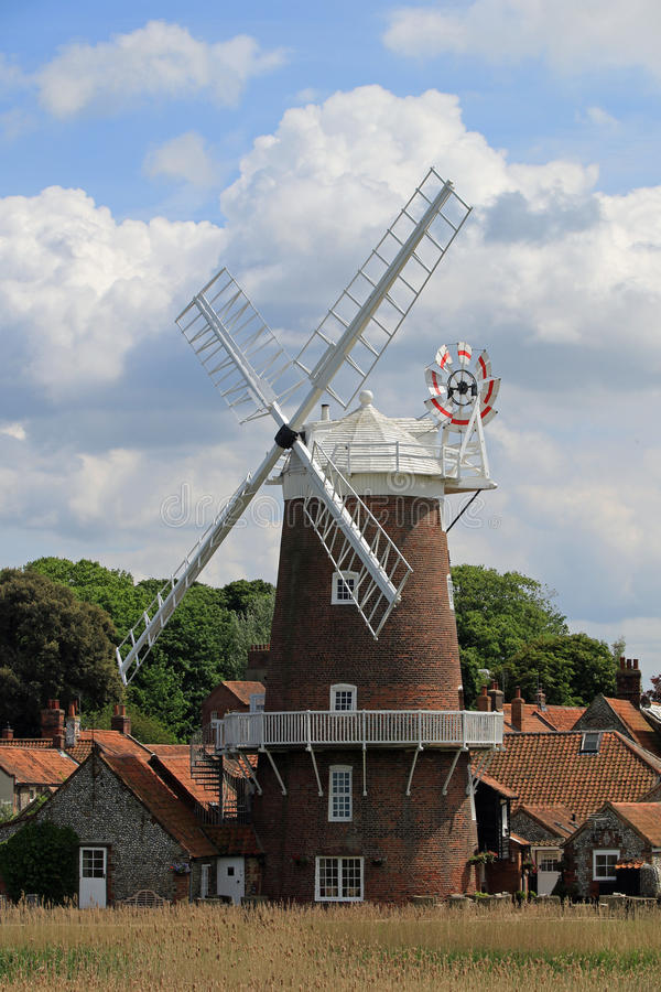 Fermez-vous du moulin à vent de Cley photographie stock