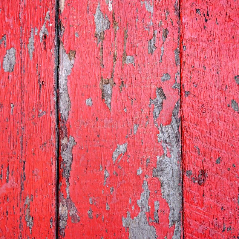 Fermez-vous du mur en bois rouge image libre de droits