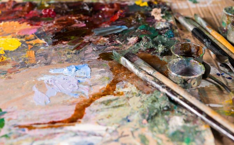 Fermez-vous du painter& x27 ; outils de s photos stock