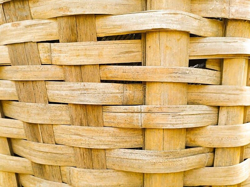 fermez-vous du panier de tissage en bambou image stock
