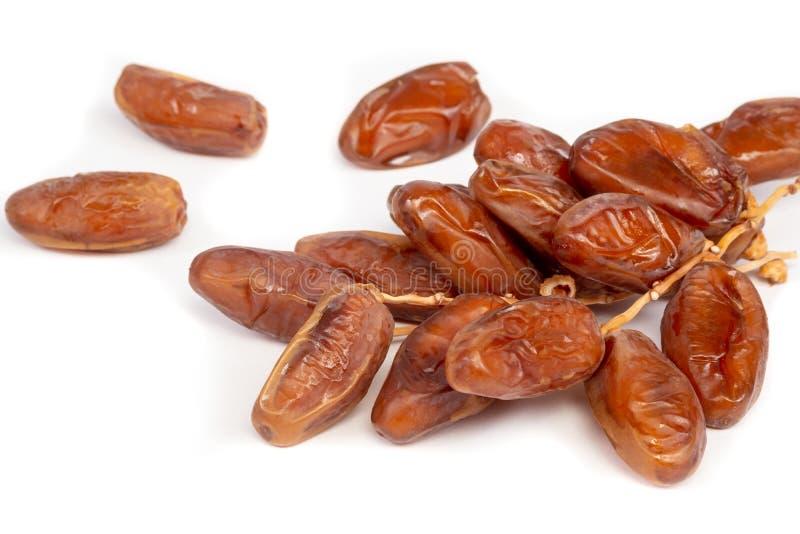 Fermez-vous du plam de dates de groupe Plam frais de dates au-dessus du fond blanc photos stock