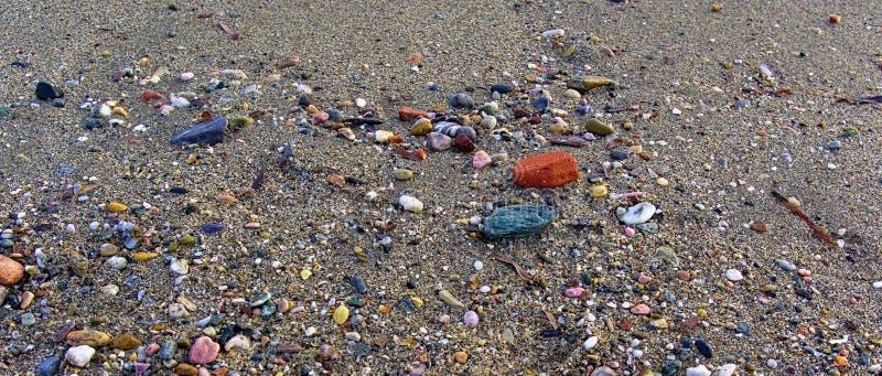 Fermez-vous du sable avec des pierres image libre de droits