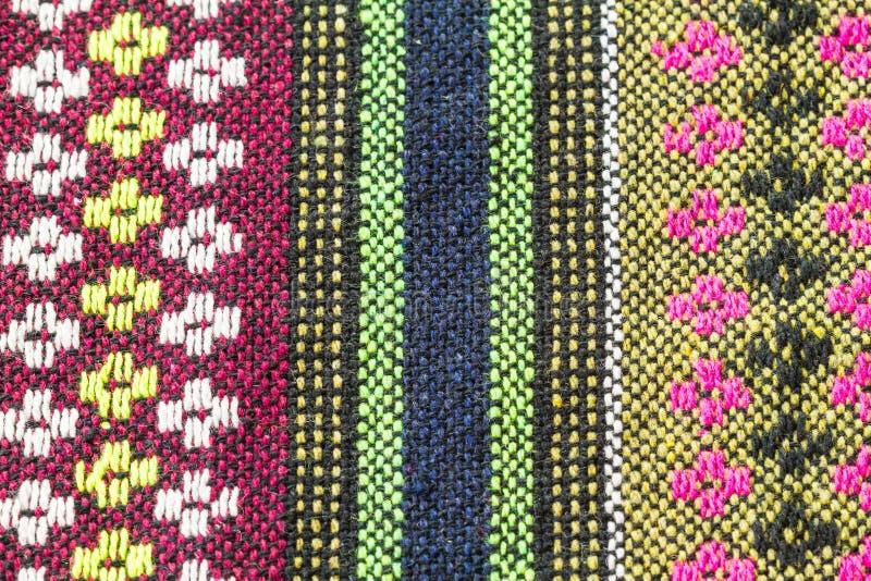 Fermez-vous du tissu tricoté coloré photos libres de droits