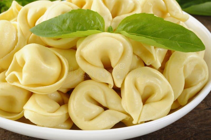 Fermez-vous du tortellini photo stock