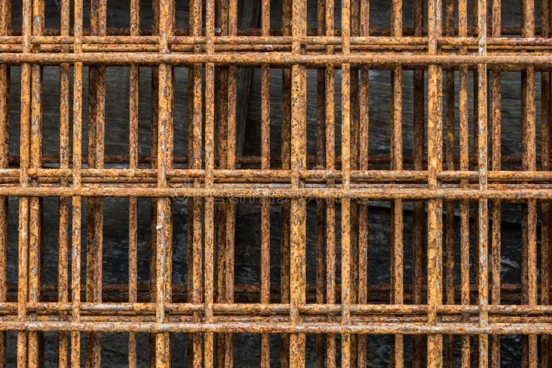 Fermez-vous du vieux grillage rouillé Rouillé sur la surface du fil d'acier photo libre de droits