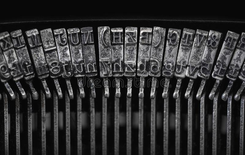 Fermez-vous du vintage, letteters sales de machine à écrire image libre de droits